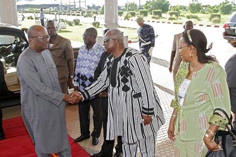 Le Président du Faso, S.E.M. Roch Marc Christian KABORE a rencontré dans l'après-midi du samedi 20 août 2016, les maires du Burkina Faso présents à Ouagadougou à la faveur du 6éme congrès de l'Association des municipalités