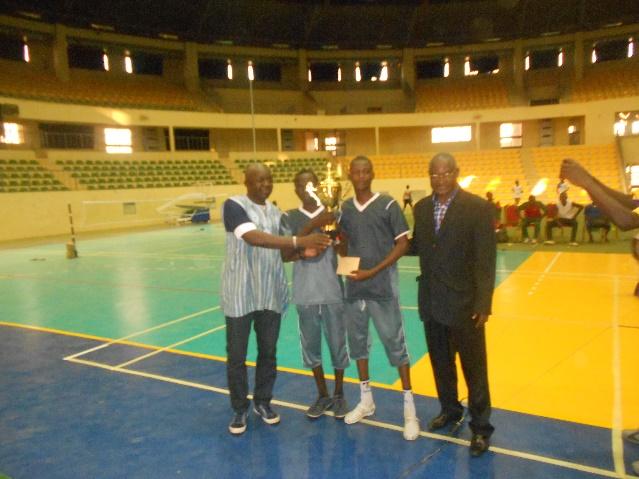 remise-de-la-coupe-au-vainqueur-garcon-nash-club-de-ouagadougou