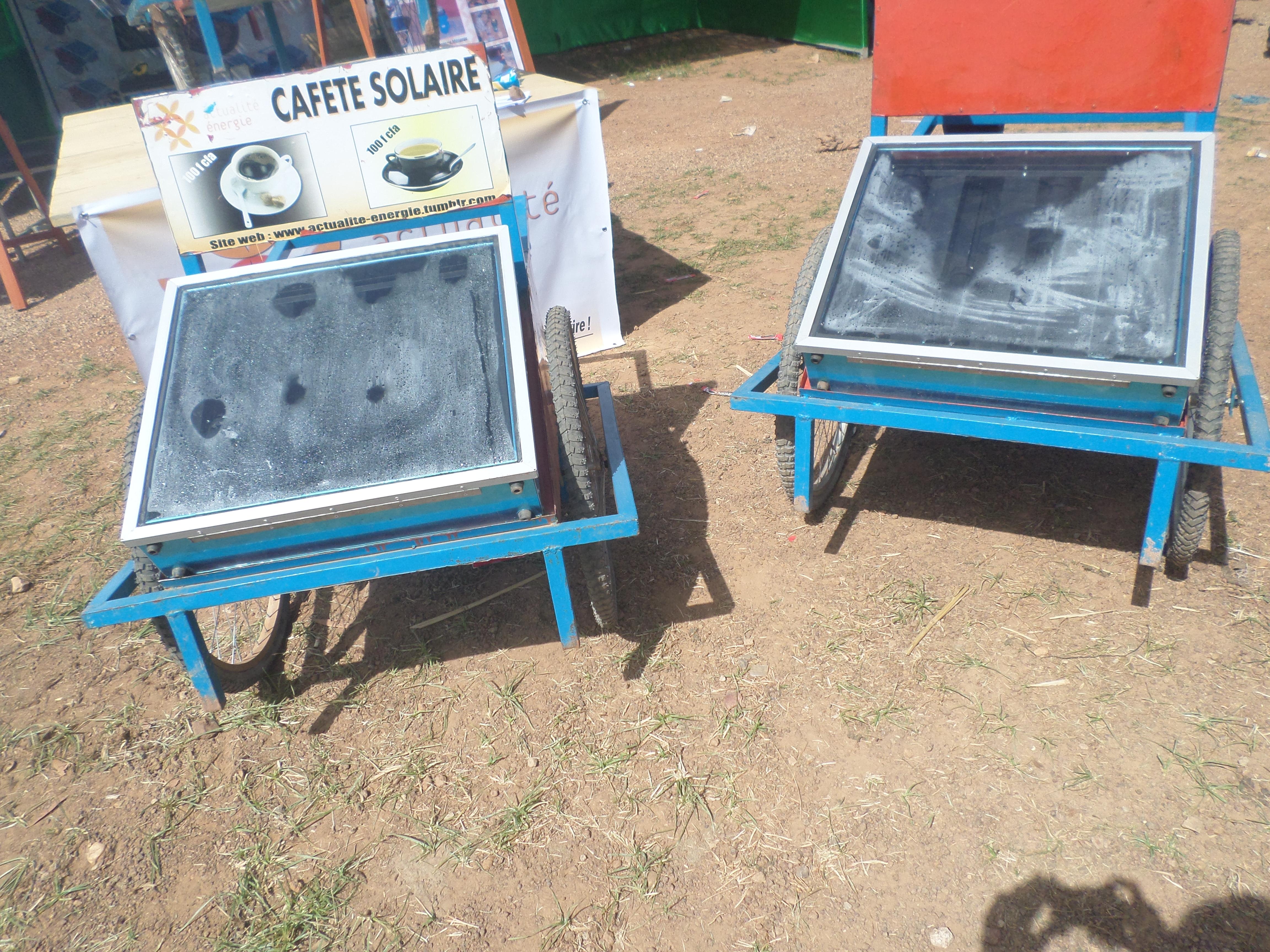 Foyer et cafète  solaire servant à la cuisson et chauffage des aliments et d'eau.