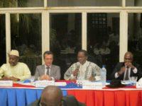 Pour Mathieu Bayala (avec le micro), président du CHAFB, il est bon de savoir ce que la France fait au profit du Burkina