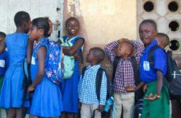 L'éducation est gratuite et obligatoire pour tous en Sierra Leone